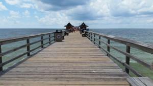 Der schöne historische Pier in Naples