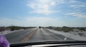 Anfahrt nach Pensacola Beach - rechts und links nur Sand und Wasser