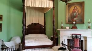 Schlafzimmer von Madame Destrehan und Kulisse welches Films?