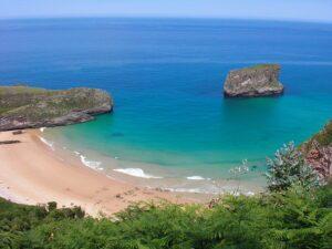 playa_de_ballota_wikimedia